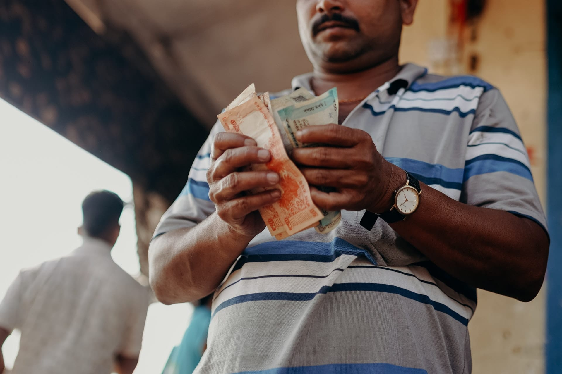 What is the average salary in India?