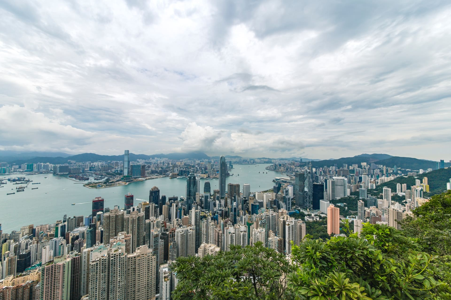 Living in Hong Kong: What is it like – Pros and Cons