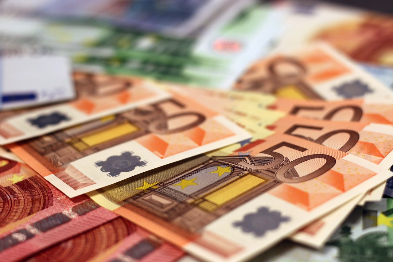 Can you pay with Euros in Warsaw?