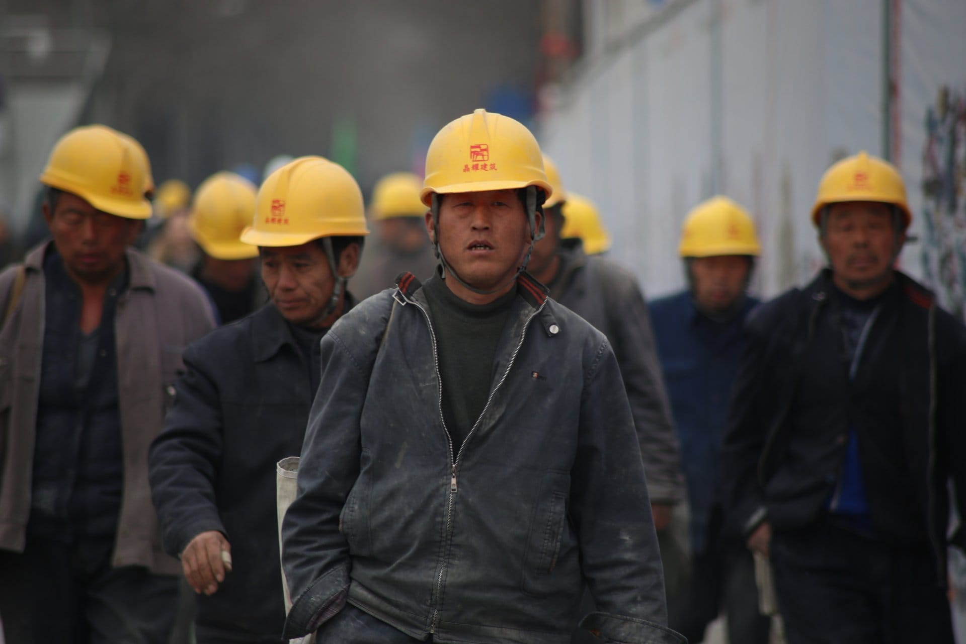 What is the average hourly wage in China?