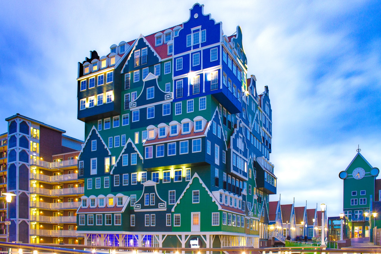 Why are hotels in Amsterdam so expensive?